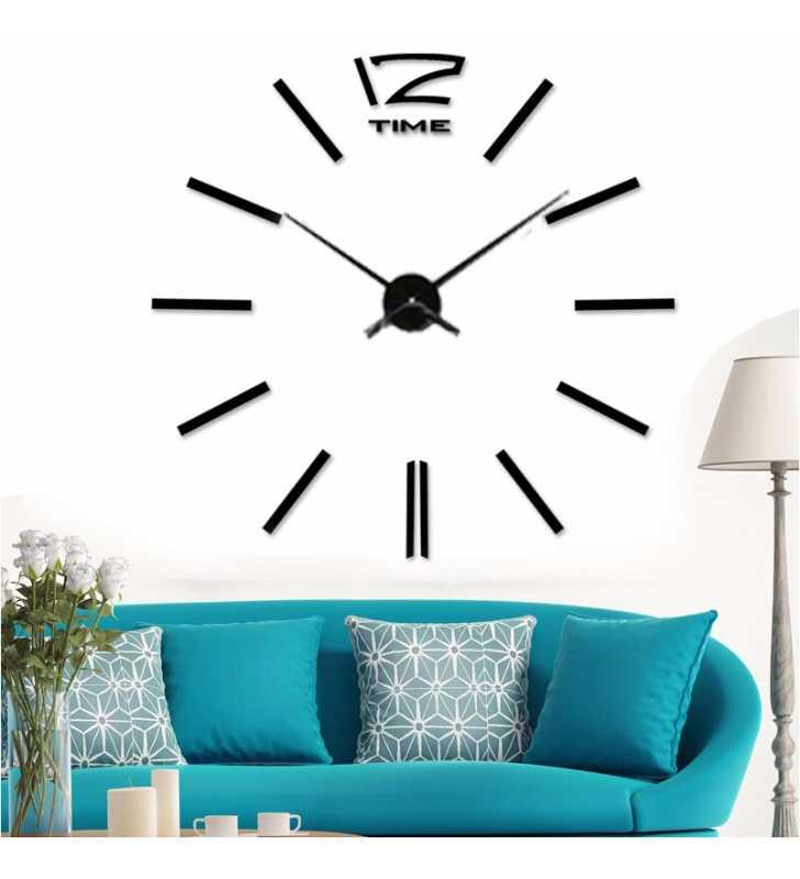 Czarny zegar Diy  naklejany w salonie